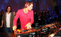 An den Turntables: Howie von Take That im 3001