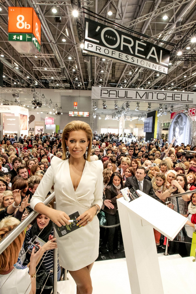 top hair trend fashion days mit sylvie van der vaart messe d sseldorf am. Black Bedroom Furniture Sets. Home Design Ideas