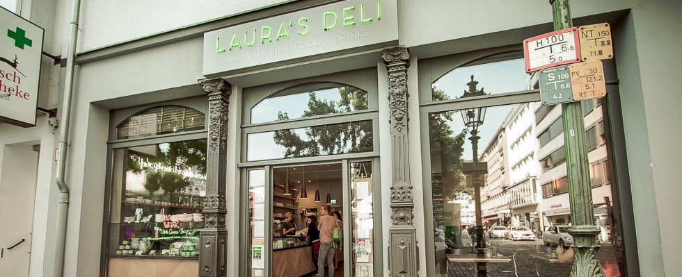 "Laura's Deli - ""healthy and fancy"": Ein Hauch von New York am Carlsplatz"