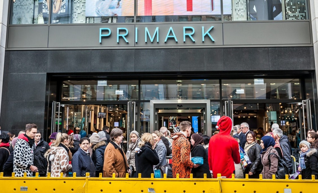 primark er ffnet store in d sseldorf ansturm beim primark opening was ist dran am hype. Black Bedroom Furniture Sets. Home Design Ideas