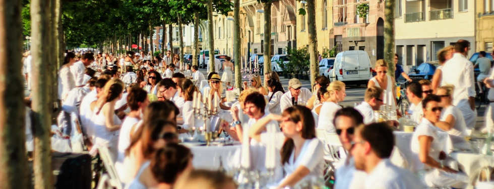 "Speisen ganz in Weiß - do it again!: Weitere ""Dîner en Blanc""-Events in Neuss und Rheydt"