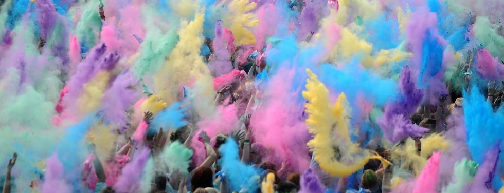 Wo gibt's mehr Farbrausch?: Holi Festival of Colours vs. Neonsplash Paint-Party