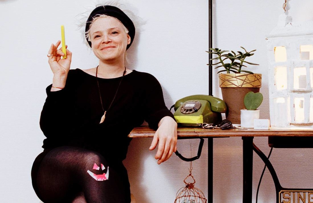 Die Irin Wallis Bird singt Rock-Songs, Jazz und Folk-Songs.